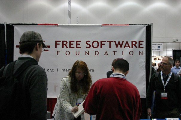 """Free Software Foundation Booth"", d'Erik Mallinson"