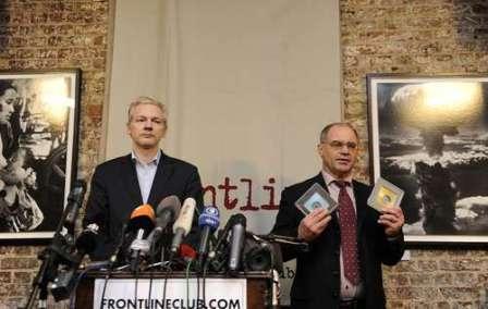 J. Assange i R. Elemer en el Florentin de Londres