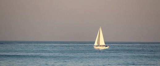 """Sailing Boat alone"", de Joan Campderrós i Canas, Flickr"