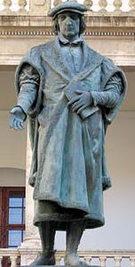 Adaptat de foto de la Viquipèdia de l'estàtua de Joan Lluís Vives del claustre de la Universitat de València