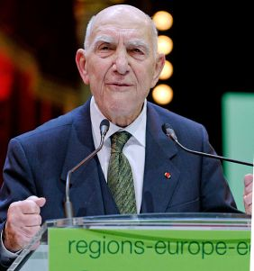Stéphane Hessel at Europe Écologie's closing rally of the 2010 French regional elections campaign at the Cirque d'hiver, Paris.