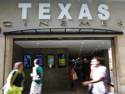 Façana Cinemes Texas, de Laura Aragó, ara.cat