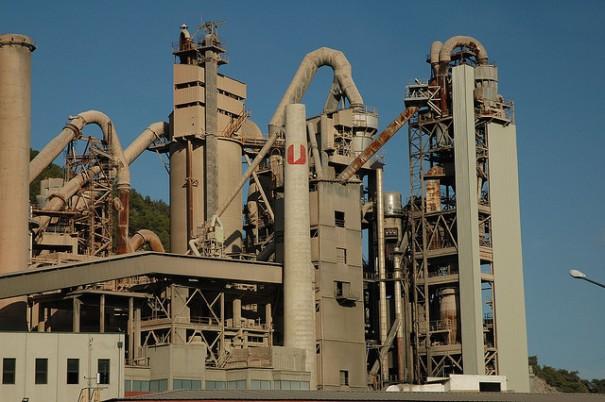Fàbrica de ciment a Vallcarca, de Joan GGK, al Flickr, http://www.flickr.com/photos/122/2789071782/