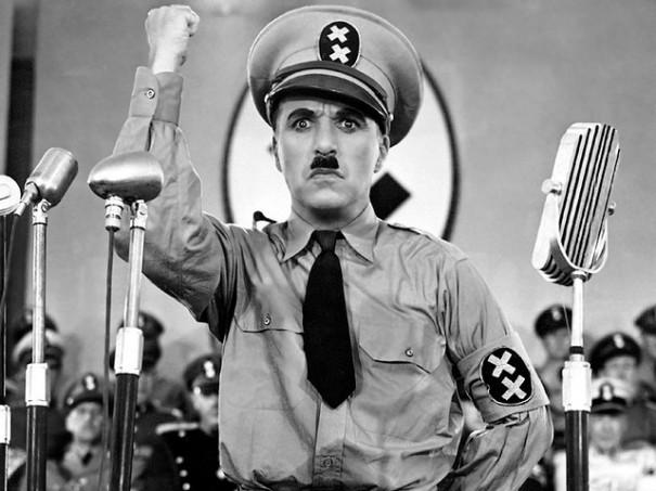 """'Charlie Chaplin as Adenoid Hynkel in """"The Great Dictator"""", 1940', penjada al Flickr per twm1340 (Fr. Dougal McGuire)"""