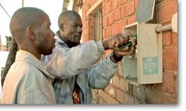 Bongani Lubisi reconnectant la llum, de la web oficial de la pel·lícula