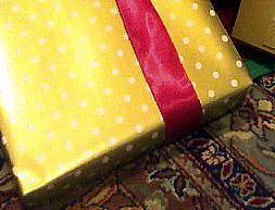 """Adaptat de """"My gifts were the prettiest, as always"""", de V Smoothe, al Flickr"""