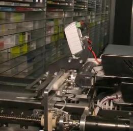 """Imatge del vídeo """"Les noves farmàcies robotitzades"""", Youtube"""