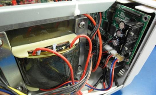 """""""Atten  PPS3205T-3S Power Supply"""", de Dave Jones, Flickr"""
