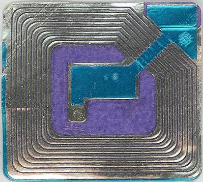 """Blue and Purple RFID tag"", de Midnightcomm, Flickr"