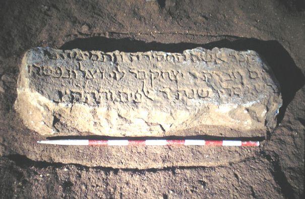 Làpida epigrafiada de la tomba 423 de la necròpolis medieval jueva de Montjuïc (Barcelona), Viquipèdia