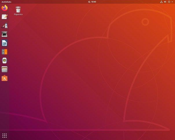 Escriptori de l'Ubuntu 18.04.3 LTS amb acoblador a l'esquerra